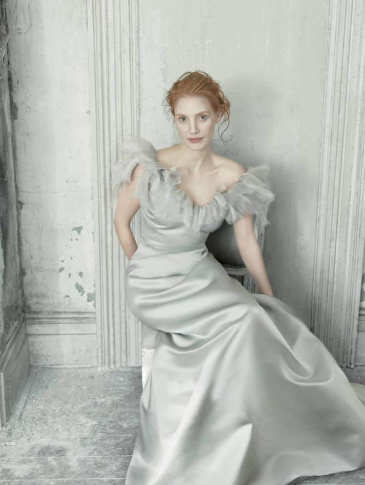 02_Jessica-Chastain-by-Annie-Leibovitz-for-Vogue-US-December-2013-Work-of-Art