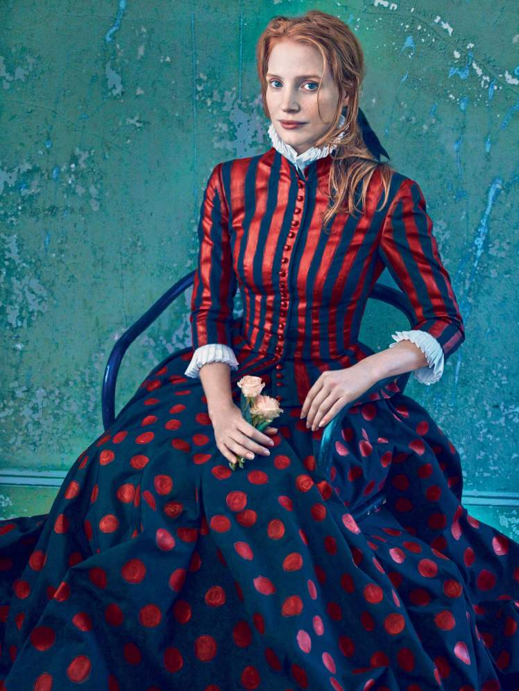 04_Jessica-Chastain-by-Annie-Leibovitz-for-Vogue-US-December-2013-Work-of-Art