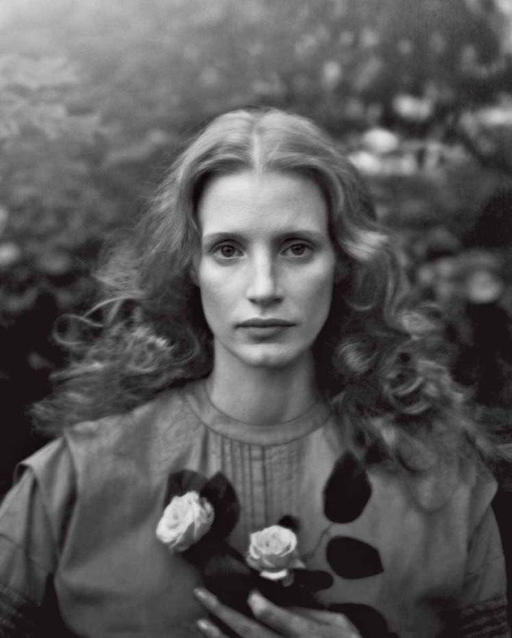 06_Jessica-Chastain-by-Annie-Leibovitz-for-Vogue-US-December-2013-Work-of-Art